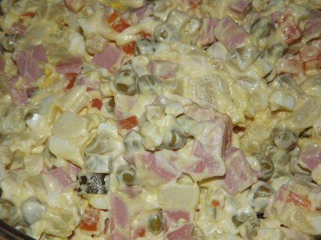 Как готовить оливье с колбасой