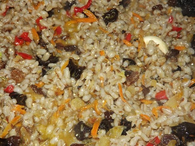 Как тушить минтай с луком и морковью на сковороде рецепт с фото