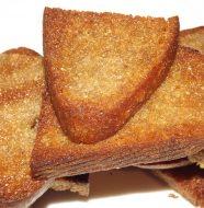 Гренки из черного хлеба с чесноком на сковороде, рецепт с фото