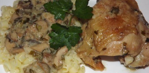 Курица в сметанном соусе с грибами, рецепт с фото