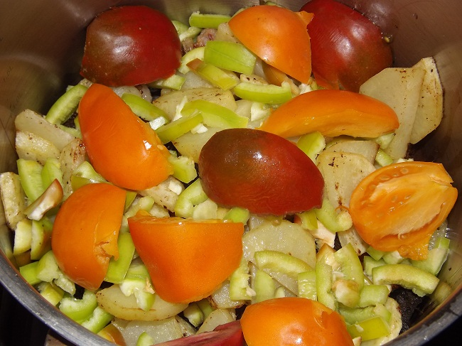 Овощи с мясом в казане