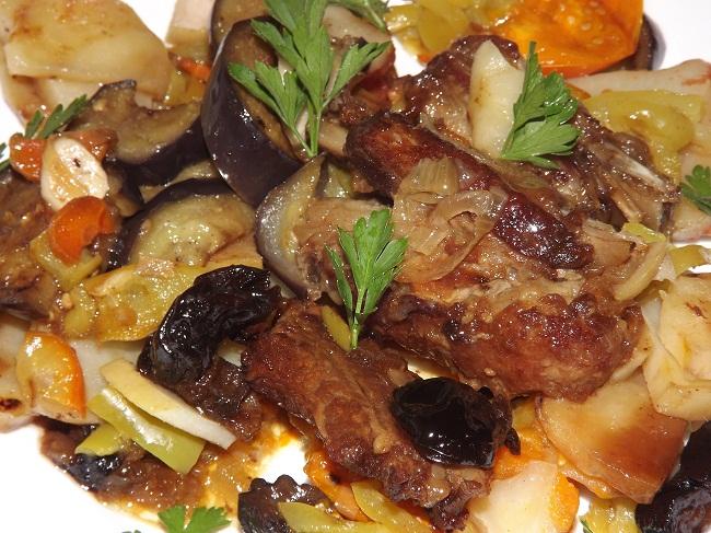 Тушеные ребрышки с овощами