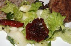 Вкусный салат с вялеными помидорами