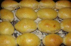 Пирожки с повидлом в духовке из дрожжевого теста