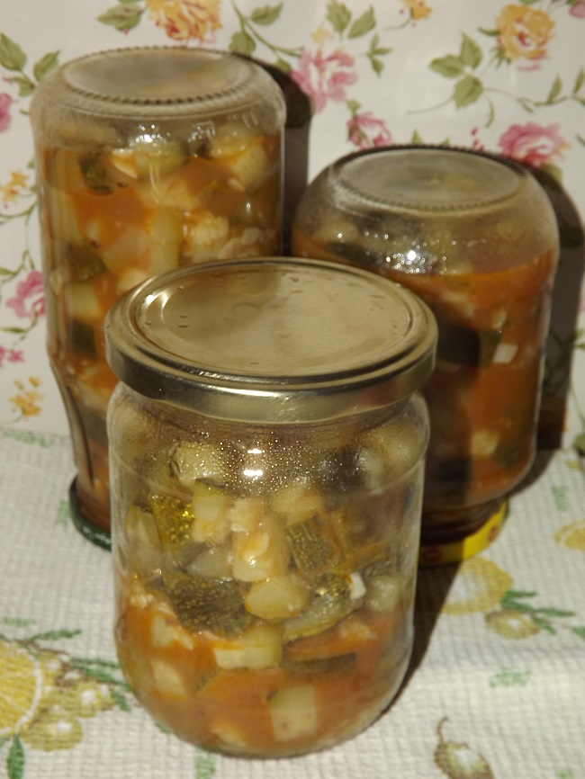 Оощи с томатной пастой на зиму