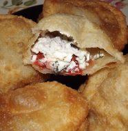 Пирожки бомбочки с помидорами и творогом, рецепт с фото