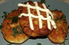 Оладьи с колбасой на кефире